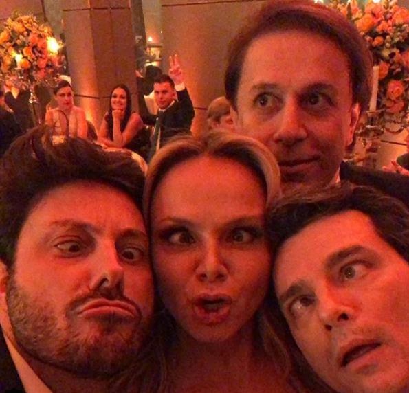 Eliana faz careta no casamento do patrão. (Foto: Reprodução/Instagram)