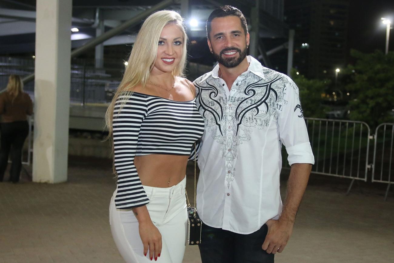Latino fica noivo da personal trainer de Jaraguá do Sul, Jéssica Rodrigues (Foto: Reprodução)