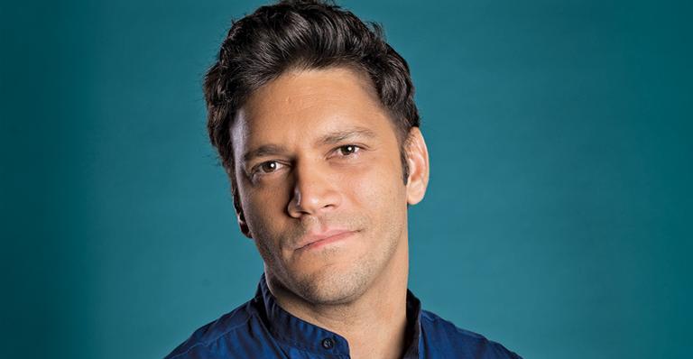 O ator Armando Babaioff interpreta o Ionan (Foto: Reprodução)