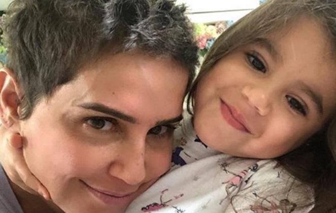 Deborah Secco radicaliza no visual e deixa filha impressionada com a  mudança