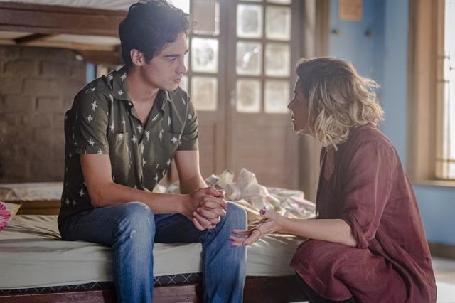 Luzia (Giovanna Antonelli) e Valentim (Danilo Mesquita) em cena de reencontro em Segundo Sol (Foto: Globo/Paulo Belote)