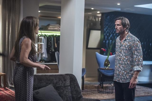 Laureta (Adriana Esteves) e Remy (Vladimir Britcha) em Segundo Sol (Foto: Globo/Raquel Cunha)