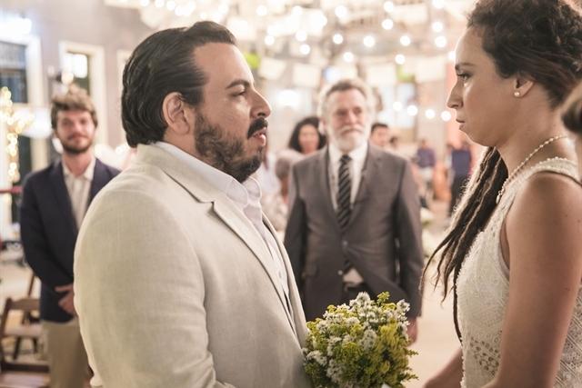 Clóvis (Luis Lobianco) e Gorete (Thalita Carauta) em Segundo Sol (Foto: Globo/João Miguel Júnior)
