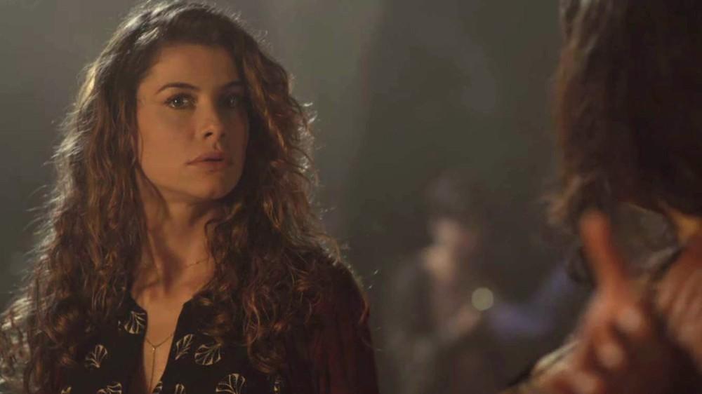 Isabel (Alinne Moraes) em cena de Espelho da Vida (Foto: Divulgação/Globo)