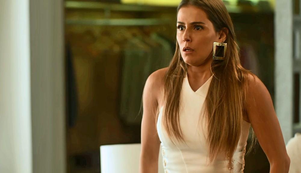 Karola se apavora com Remy em Segundo Sol (Foto: Divulgação/Globo)