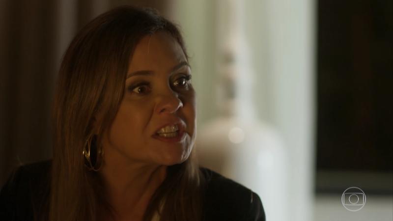 Laureta (Adriana Esteves) em cena de Segundo Sol; atriz está de volta em Amor de Mãe (Foto: Reprodução/Globo)