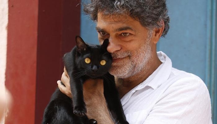 Eduardo Moscovis, que será o gato na versão humana, e León, na coletiva de O Sétimo Guardião (Foto: Fabiano Battaglin/Globo)