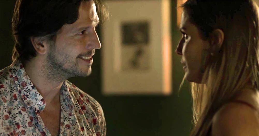 Remy e Karola em cena de Segundo Sol (Foto: Reprodução)