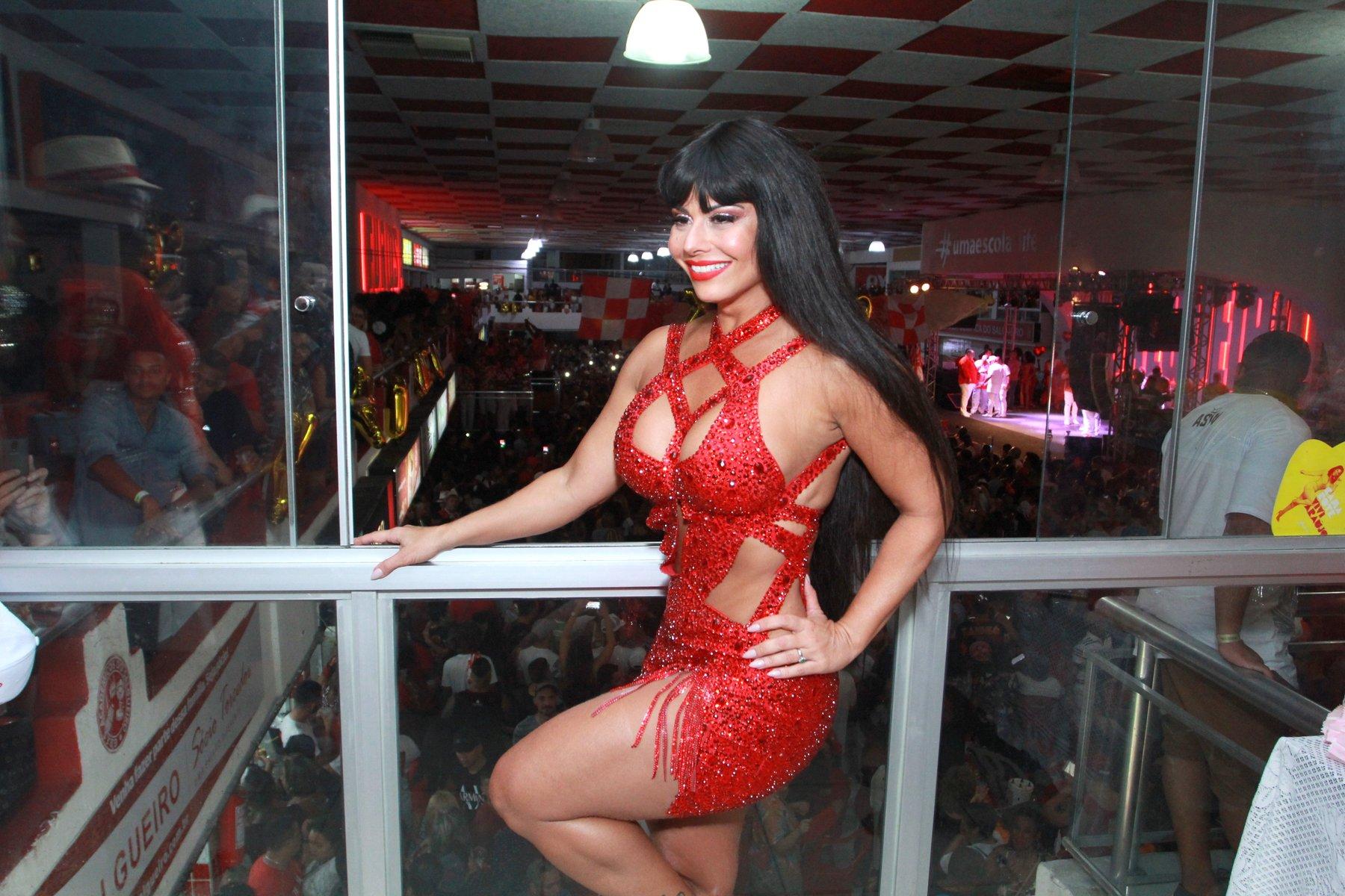 Viviane Araújo de peruca na Salgueiro (Foto: Thyago Andrade / BrazilNews)