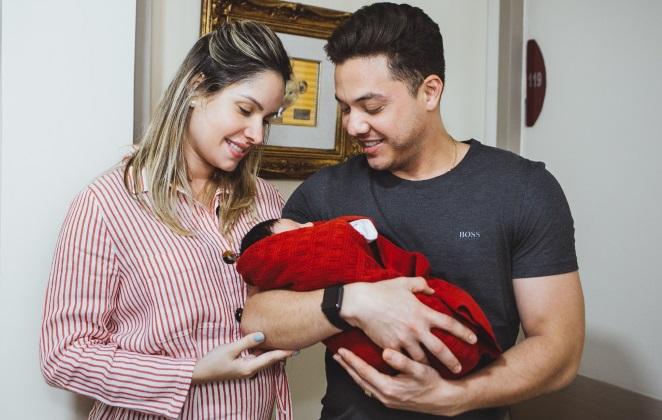 Wesley Safadão, a esposa Thayne Dantas e o filho, Dom. (Foto: Reprodução)