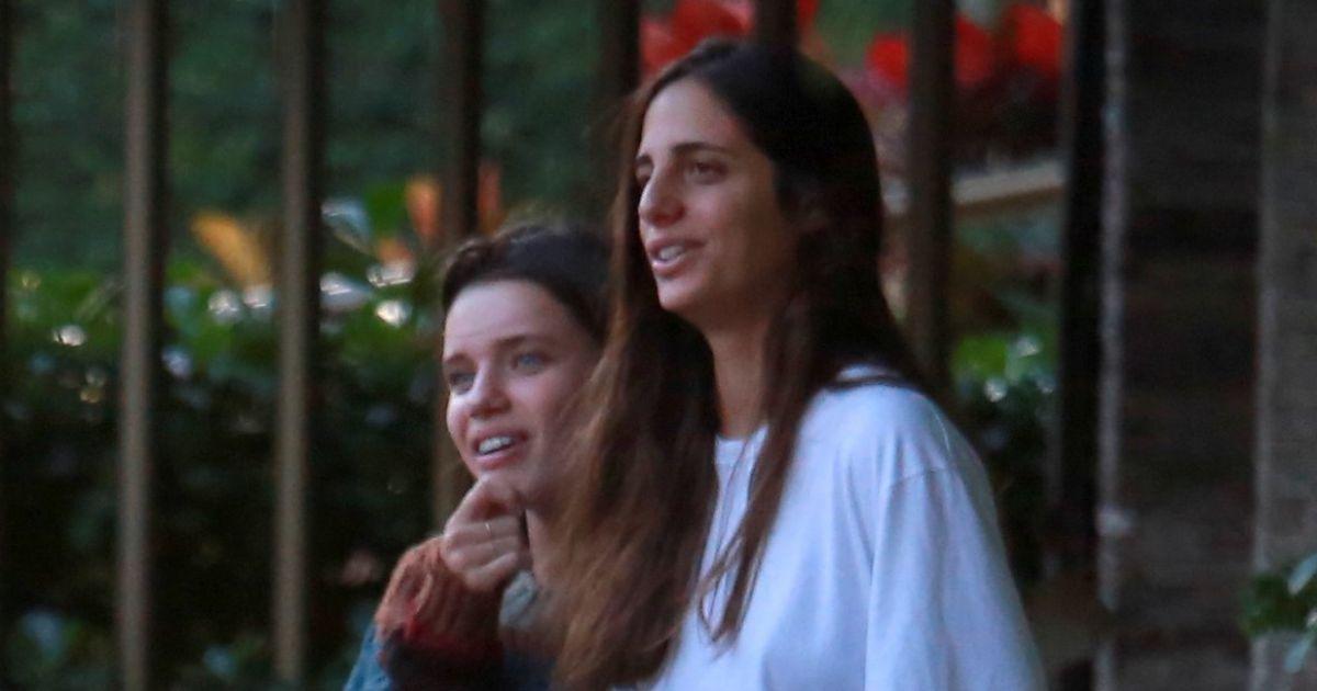 Bruna Linzmeyer está aproveitando os momentos de folga ao lado da namorada, Priscila Visman (Foto: Reprodução)