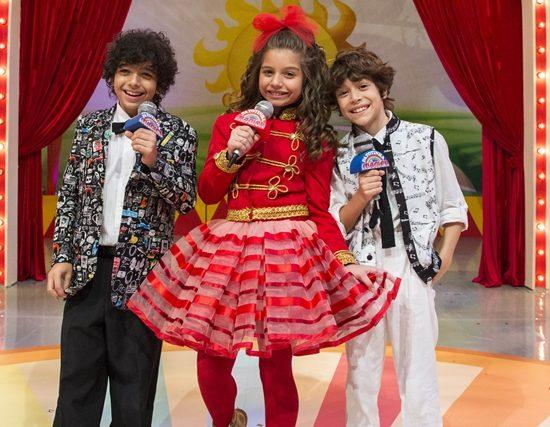 Jerônimo (Diogo Caruso), Manuzita (Melissa Nóbrega) e João (João Bravo) formam o grupo Patotinha Mágica em Verão 90 (Foto: Globo/Estevam Avellar)