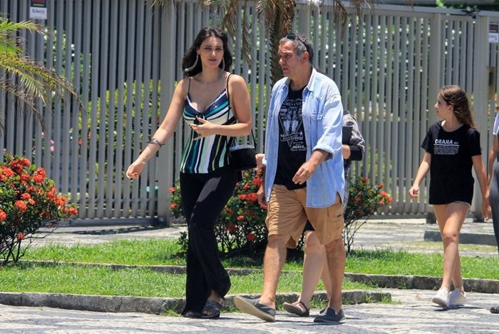 Débora Nascimento e Humberto Martins em gravação da novela Verão 90 no Rio (Foto: JC Pereira/Ag News)