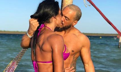 Gracyanne e Belo em momento romântico. (Foto: Reprodução/Instagram)