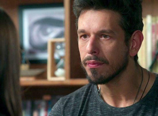 Alain(João Vicente de Castro) em Espelho da Vida (Foto: Reprodução/Globo)