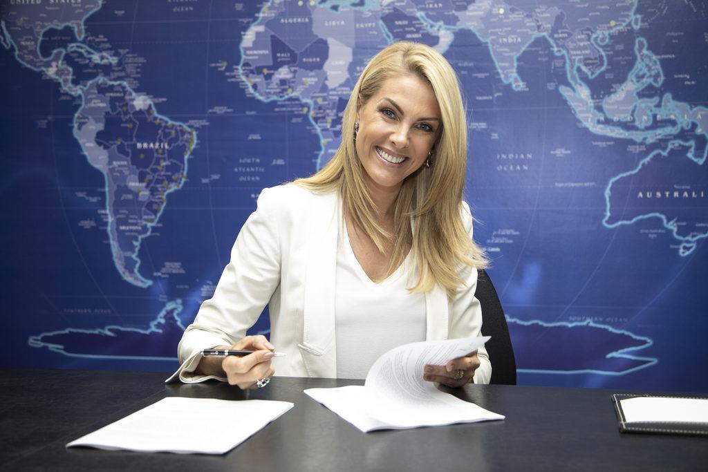 Ana Hickmann segue como contratada da Record até 2021. (Foto: Edu Moares/RecordTV)