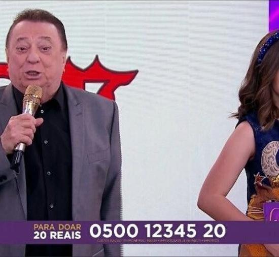 Maisa Silva e Raul Gil no palco do Teleton (Foto: Divulgação)