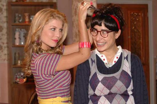 Bárbara Borges (Elvira) e Giselle Itié (Bela) em cena de Bela, a Feia (Foto: Divulgação/Record)