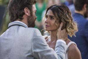 Beto (Emilio Dantas) e Luzia (Giovanna Antonelli) se casam em Segundo Sol (Foto: Artur Meninea/Globo)