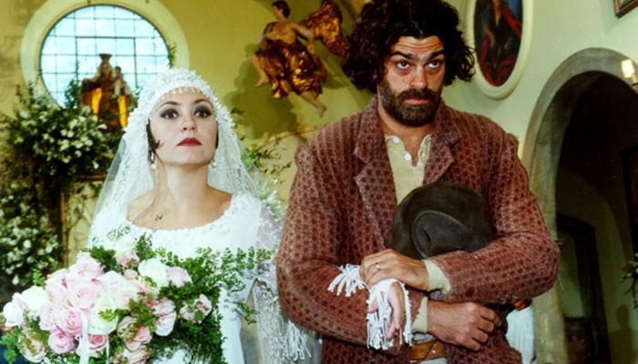 Adriana Esteves (Catarina) e Eduardo Moscovis (Petruchio) em cena de O Cravo e a Rosa (Foto: Nelson Di Rago/Globo