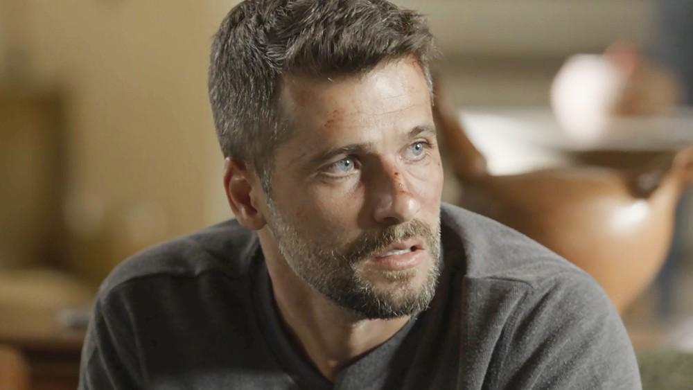 Gabriel tentará fugir em O Sétimo Guardião (Foto: TV Globo)