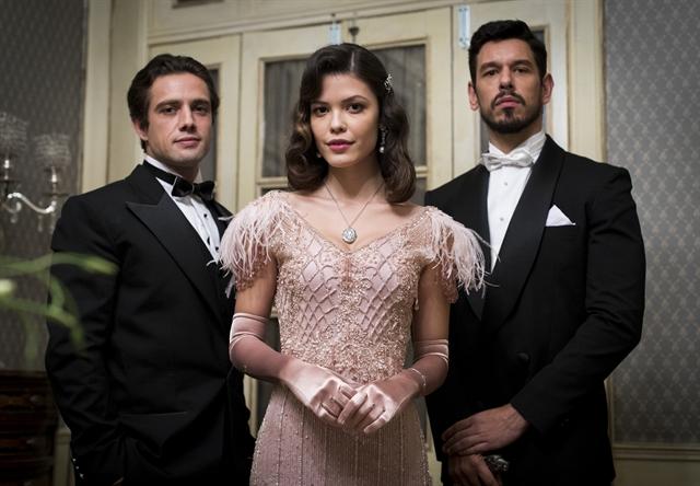 Rafael Cardoso (Danilo), Vitória Strada (Cris/Julia) e João Vicente de Castro (Alain/Gustavo), protagonistas de Espelho da Vida (Foto: Globo/Victor Pollak)