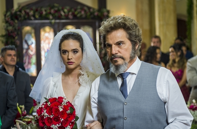 Marocas (Juliana Paiva) e Dom Sabino (Edson Celulari) em O Tempo Não Para (Foto: Globo/Paulo Belote)
