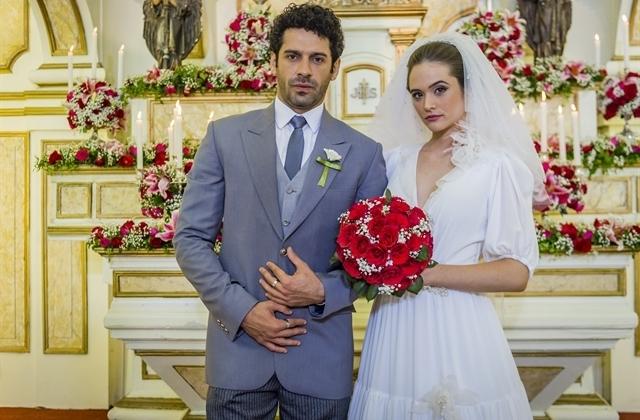 Emílio (João Baldasserini) e Marocas (Juliana Paiva) em O Tempo Não Para (Foto: Globo/Paulo Belote)