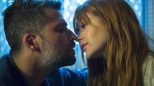 Gabriel (Bruno Gagliasso) beija Luz (Marina Ruy Barbosa) em O Sétimo Guardião (Foto: Globo/Estevam Avellar)