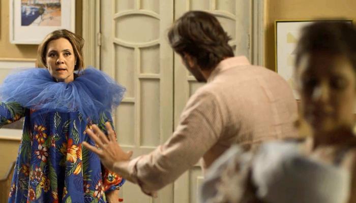 Laureta (Adriana Esteves) ameaça Luzia e Remy com arma no último capítulo de Segundo Sol (Foto: Divulgação/Globo)