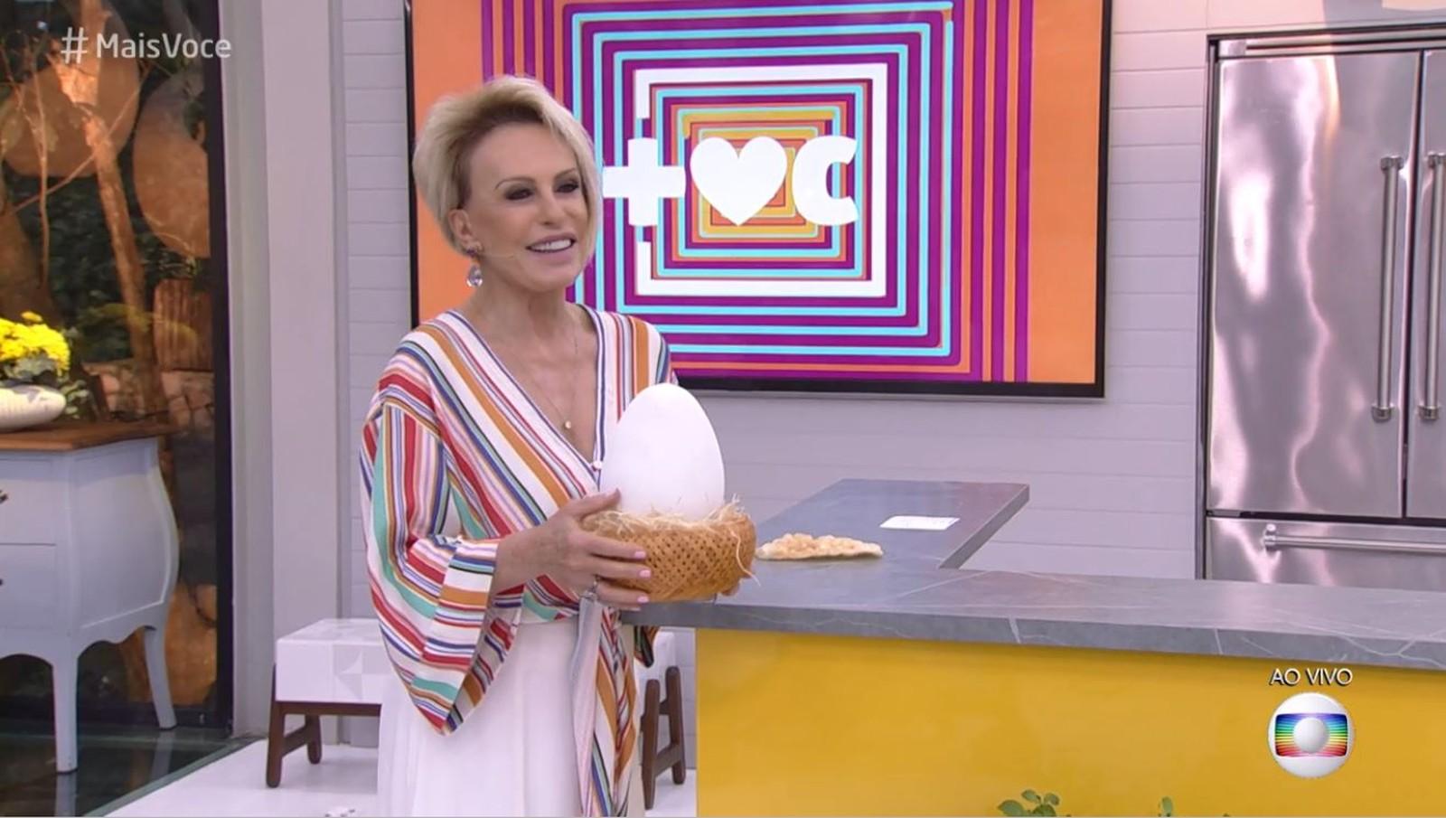 Ana Maria Braga com ovo do Louro José na mão no Mais Você da Globo (Foto reprodução TV Globo/Gshow)