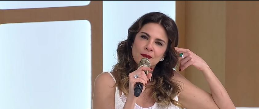 Luciana Gimenez que comanda os programa Superpop e Luciana By Night na RedeTV mandou cancelar gravações dos programas também com Silvio Santos no SBT.