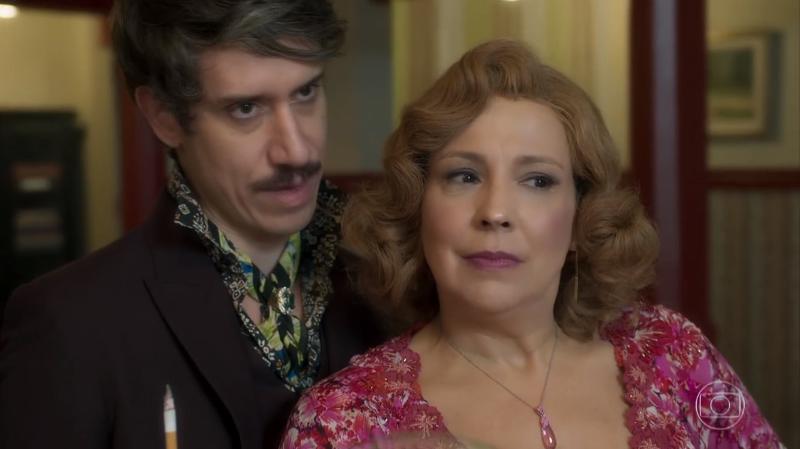 Ondina (Ana Beatriz Nogueira) eAdamastor (Theodoro Cochrane)em O Sétimo Guardião (Foto: Reprodução/Globo)