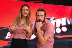 O É Gol, comandado por Domitila Becker e Lucas Strabko, pode sair do ar no SporTV. (Foto: Reprodução/Instagram)