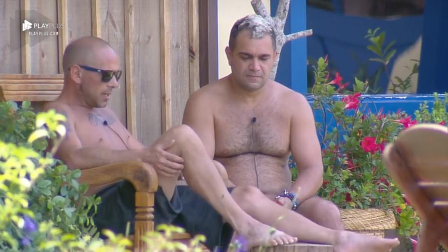 Rafael Ilha e Evandro Santo em A Fazenda (Foto: Reprodução/PlayPlus)