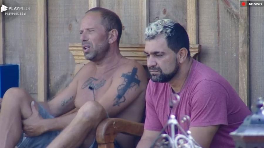 Rafael Ilha e Evandro Santo (Foto: Reprodução/PlayPlus)