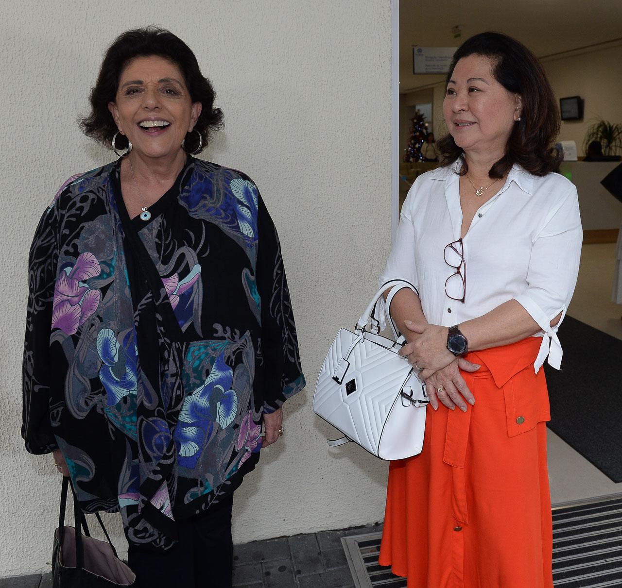 Kika Sato e Leda Nagle, mãe e sogra de Sabrina Sato, na maternidade (Foto: Ag.News)
