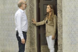 Laureta(Adriana Esteves) recebe Severo(Odilon Wagner) e tem esconderijo descoberto em Segundo Sol (Foto: Divulgação/Globo)
