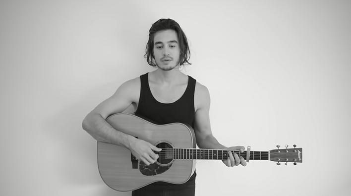 O cantor Tiago Iorc estava afastado da carreira musical. (Foto: Reprodução)