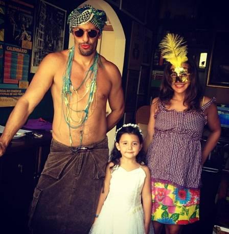 Milhem Cortaz com a filha e a esposa (Foto: Reprodução/Instagram)