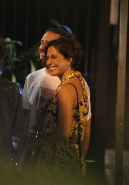 Camila Pitanga e novo namorado (Foto: Extra)
