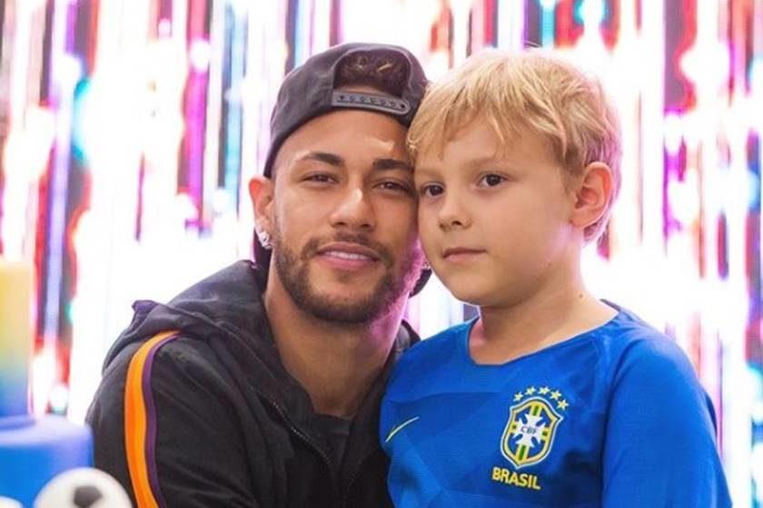 Neymar ao lado de Davi Lucca, seu filho (Foto: Reprodução/Instagram)