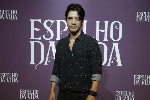 Patrick Sampaio é Felipe em Espelho da Vida (Foto: Artur Meninea/ Globo/ Divulgação)