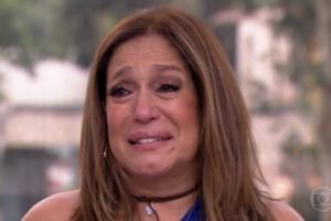 Susana Vieira chora em homenagem no Vídeo Show (Foto: Reprodução/Globo)