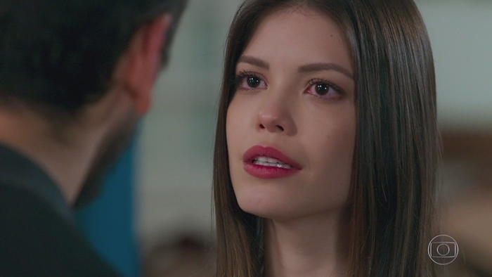 Vitoria Strada (Cris/Julia) em cena de Espelho da Vida (Foto: Reprodução/Globo)