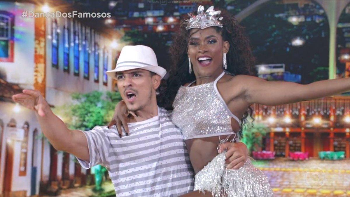 Erika Januza no samba na Dança dos Famosos (Foto: Reprodução/Globo)