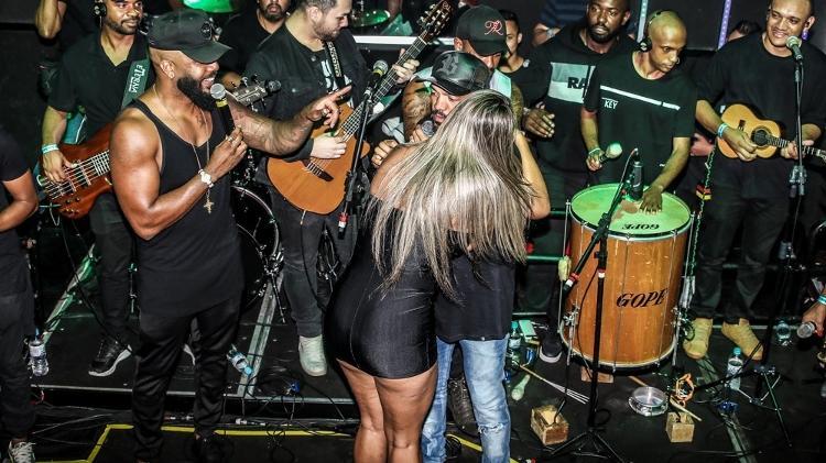 Aline Uva agarrou Belo (Foto: Thiago Duran/AgNews)