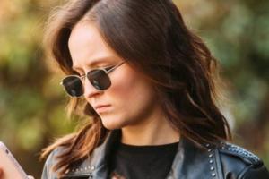 Larissa Manoela apareceu toda descabelada em clique (Foto: Reprodução/Instagram)