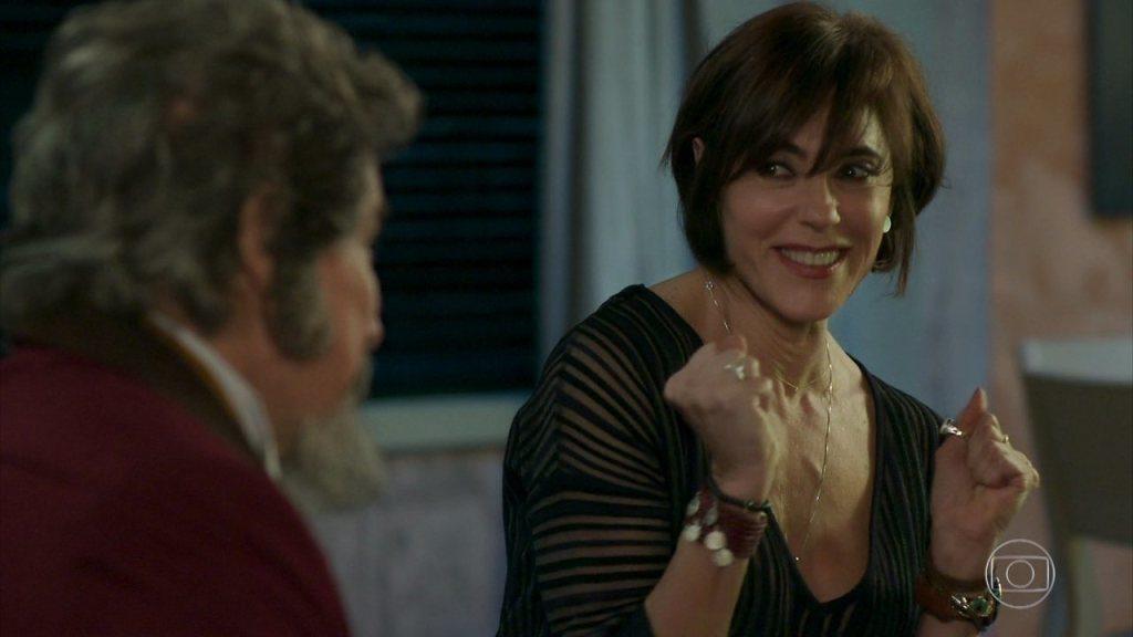 Carmen se apaixonou por Dom Sabino em O Tempo Não para