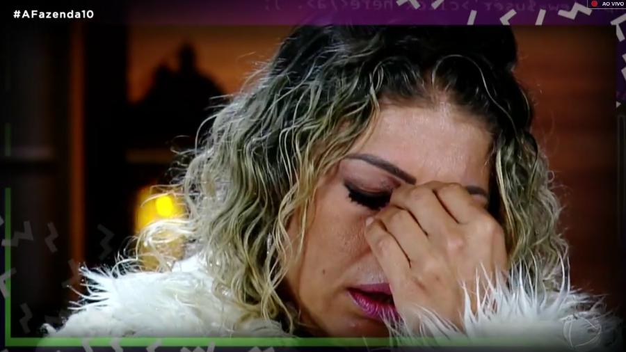 Catia Paganote quando recebeu a notícia de sua eliminação (Foto: Reprodução/PlayPlus)